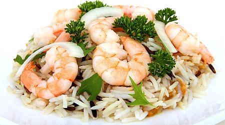 ryze krevety salat