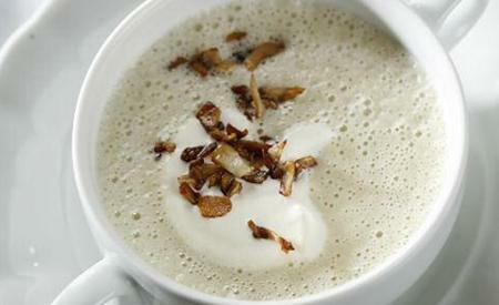 Topinamburová polévka s restovanými houbami