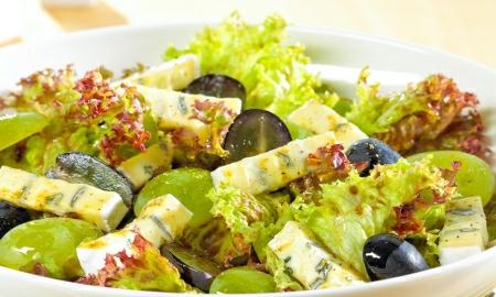 salat s hroznovym vinem