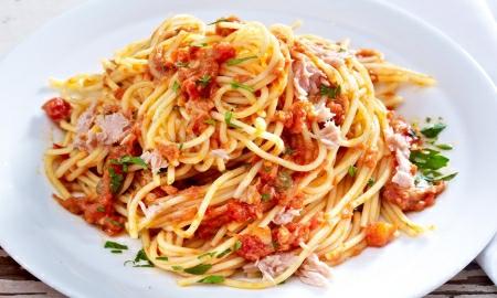 spagety s tunakem