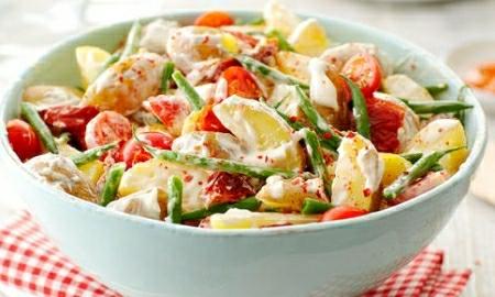 rustikalni salat s fazolkami a rajcaty