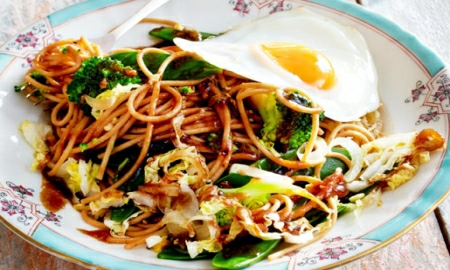 asijske nudle se zeleninou